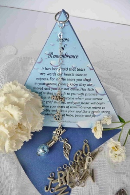 Find this unique gift idea http://www.chic-and-unique-gift-ideas.com/personalized-sympathy-gifts.html